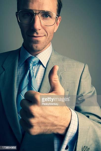 Retro Homem de Negócios dá um polegar para cima