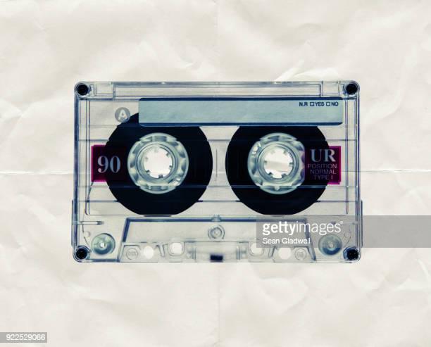 retro cassette paper - musicien pop photos et images de collection