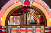 Retro jukebox: Music and Dance in bars in the 1950s