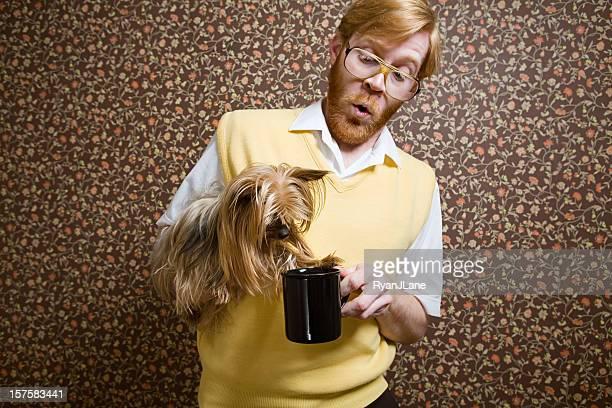 Nerd rétro avec chien et café
