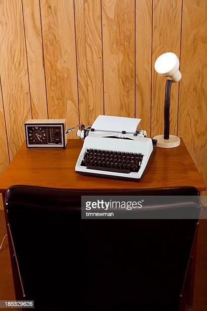 Retro-Büro mit Rückseite aus Leder-Sessel in den Vordergrund