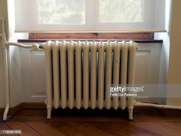 retro style radiator - 暖房用ラジエーター ストックフォトと画像