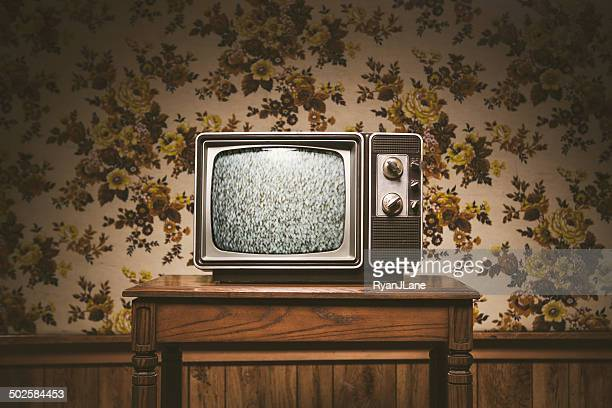 retro television and wallpaper - television set stock pictures, royalty-free photos & images