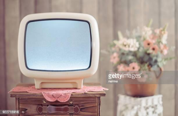 Retro tv y ruido blanco en la televisión