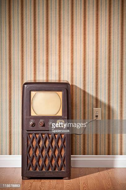 retro tv - television show stock pictures, royalty-free photos & images