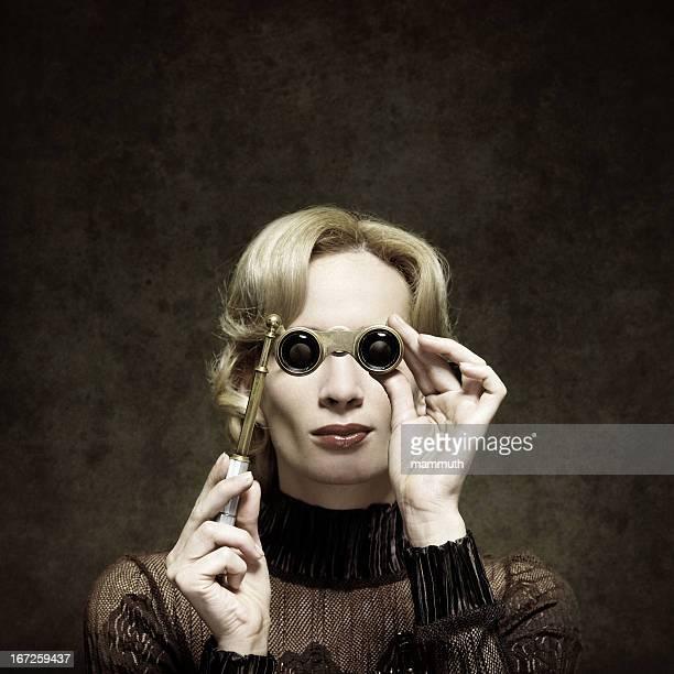 retro mulher com óculos de ópera - mulher fatal - fotografias e filmes do acervo