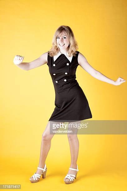 レトロなカラー写真付きの 1960 年代のダンサーツイスト