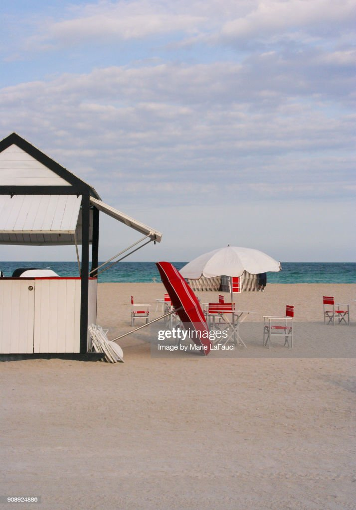 Beach Chairs And Umbrellas Stock Foto