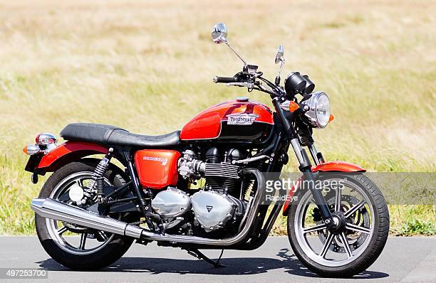 2012 retro-style triumph bonneville motorbike - triumph motorcycle stock pictures, royalty-free photos & images
