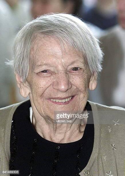 rettete zusammen mit ihrem Mann Oskar im 2 Weltkrieg Juden das LebenPorträt 0610 2001emilie schindler