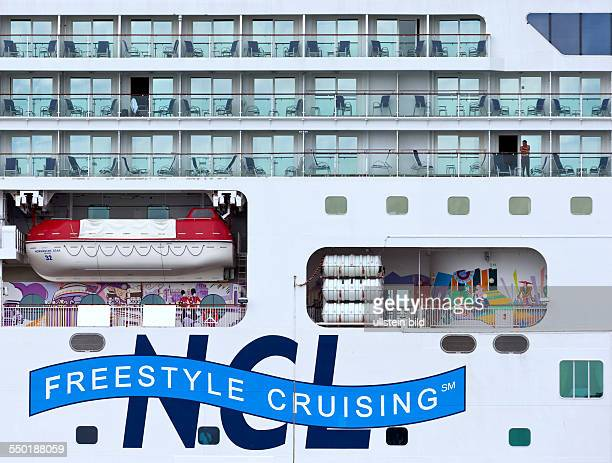 Rettungsboot und Rettungsinseln auf dem Kreuzfahrtschiff Norwegian Star