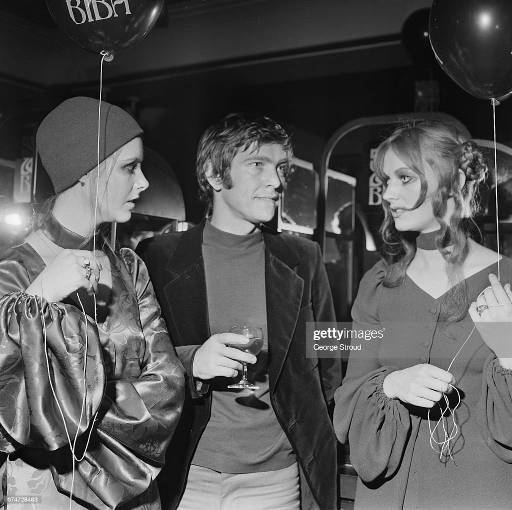 A return to the 1920s look during a champagne tea party at the Biba boutique, London, UK, 25th October 1970. From left to right, Shelley Lambert, actor Tom Courtenay and Joyce O'Toole.