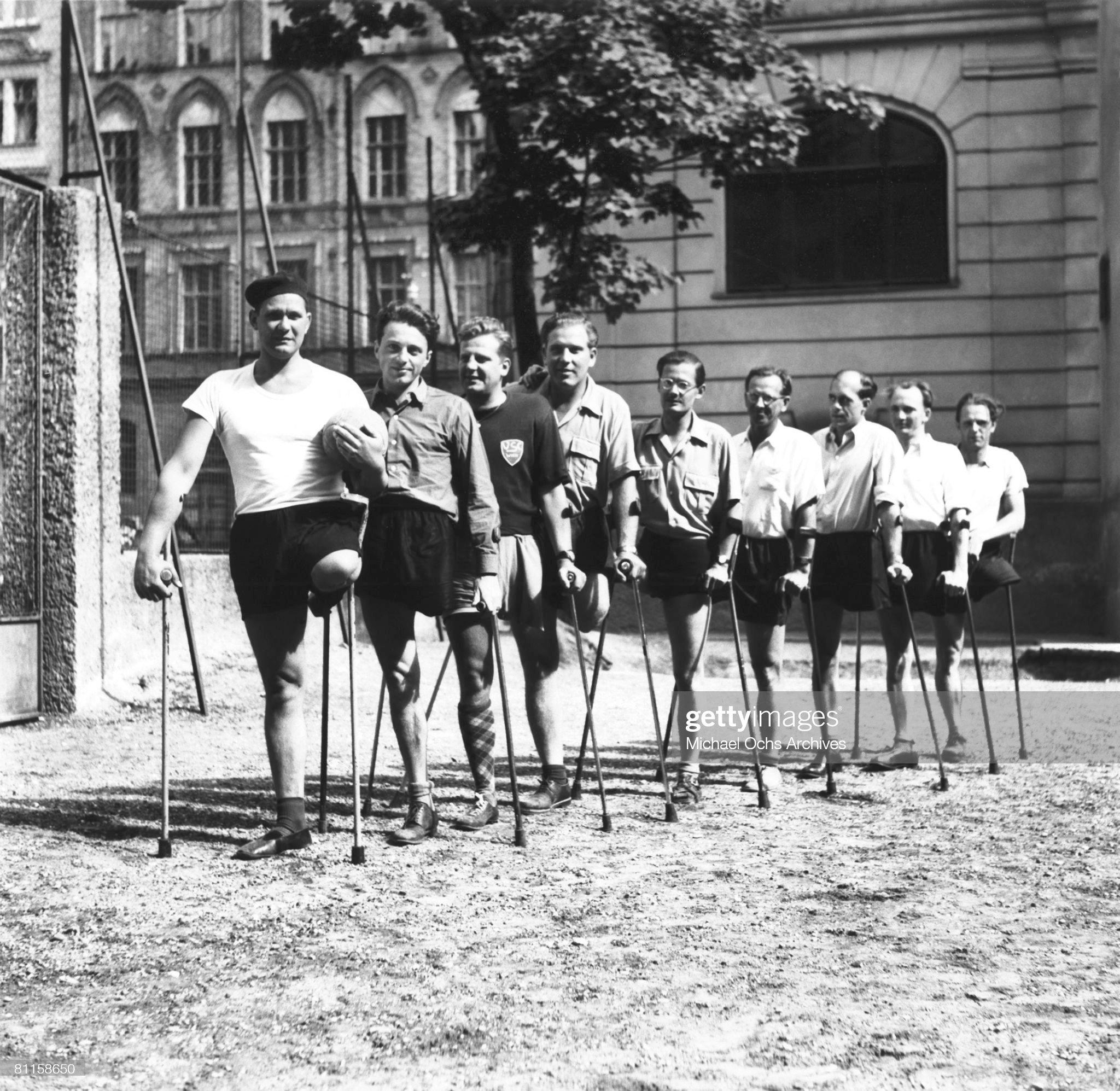 One Legged Soccer Club : News Photo
