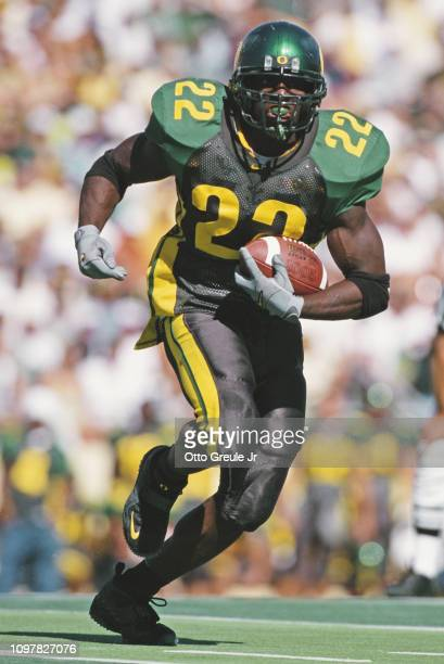 Reuben Droughns Running Back for the University of Oregon Ducks runs the ball during the NCAA Pac10 Conference college football game against the...