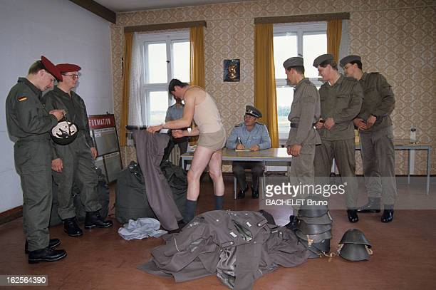 Reunification Of East Germany With West Germany Berlin 1er octobre 1990 Le quotidien des allemands de l'ALLEMAGNE FEDERALE et de l'ALLEMAGNE...
