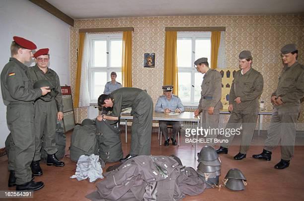 Reunification Of East Germany With West Germany. Berlin - 1er octobre 1990 - Le quotidien des allemands de l'ALLEMAGNE FEDERALE et de l'ALLEMAGNE...