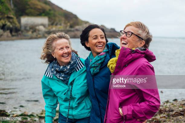 reunion with friends - leisure activity stock pictures, royalty-free photos & images
