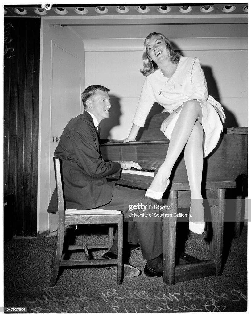 Reunited, 1959 : News Photo