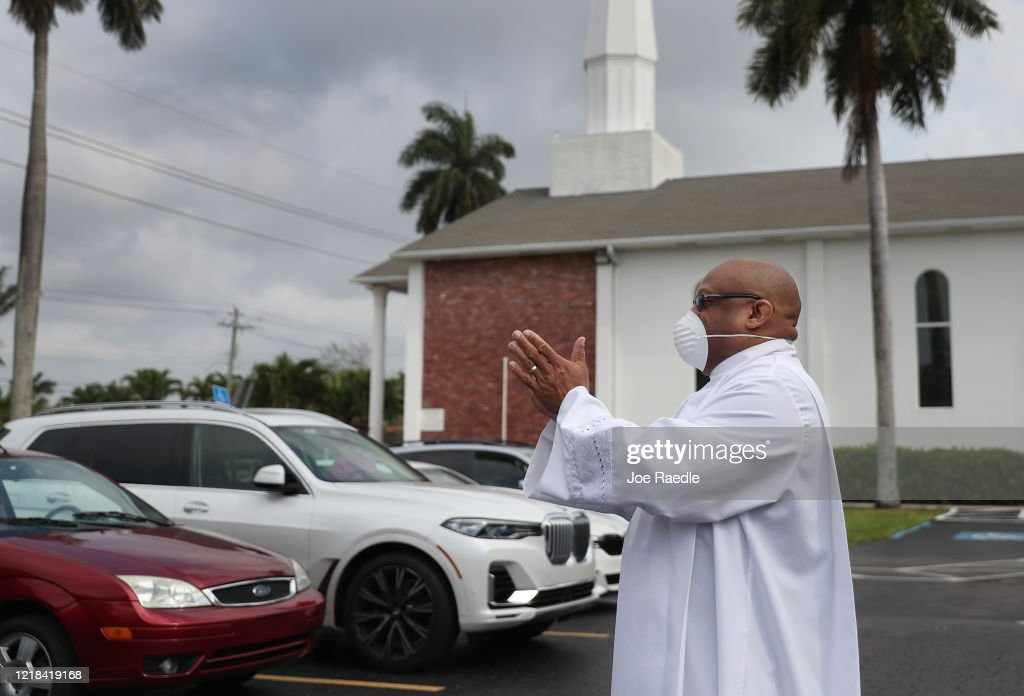 Fort Lauderdale's Sunshine Cathedral Holds Drive-In Easter Service : News Photo