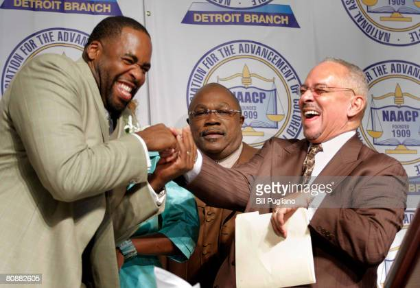 Rev Jeremiah Wright meets with Detroit Mayor Kwame Kilpatrick before delivering the keynote address at the Detroit NAACP annual Fight For Freedom...