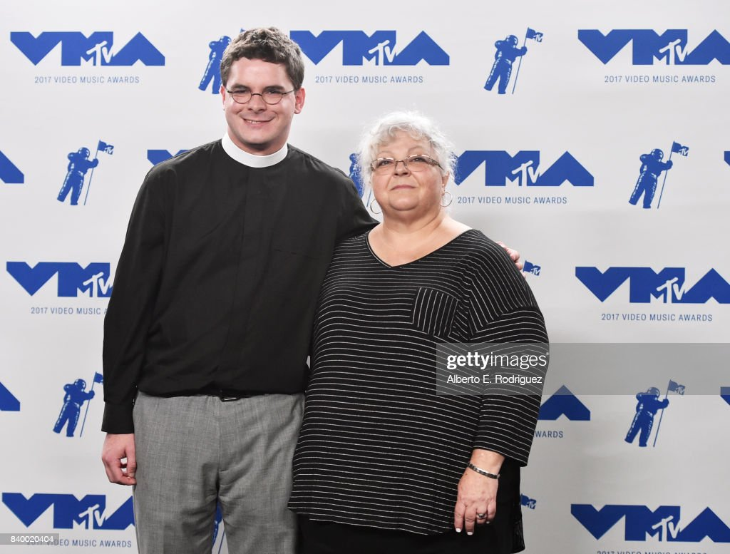 Rev. Robert Wright Lee IV (L) and Susan Bro pose in the press room during the 2017 MTV Video Music Awards at The Forum on August 27, 2017 in Inglewood, California.