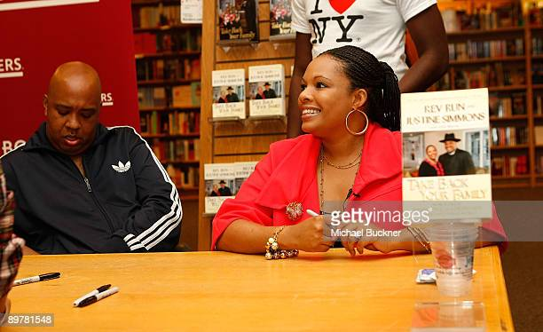 Rev Run and Justine Simmons sign copies of Words of Wisdom Daily Affirmations of Faith from Run's House to Yours at Borders on August 13 2009 in Los...