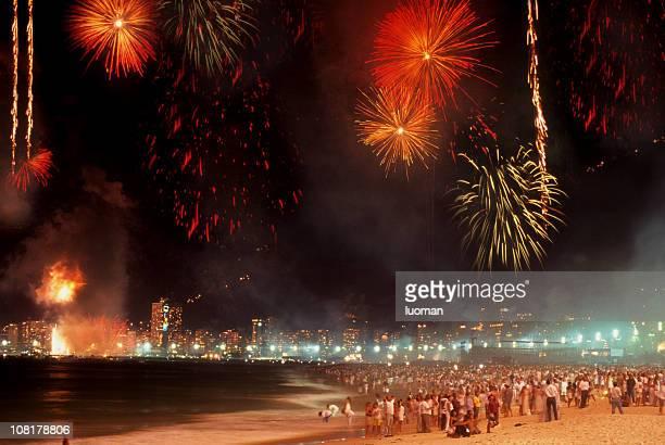 reveillon na praia de copacabana - noite de réveillon - fotografias e filmes do acervo