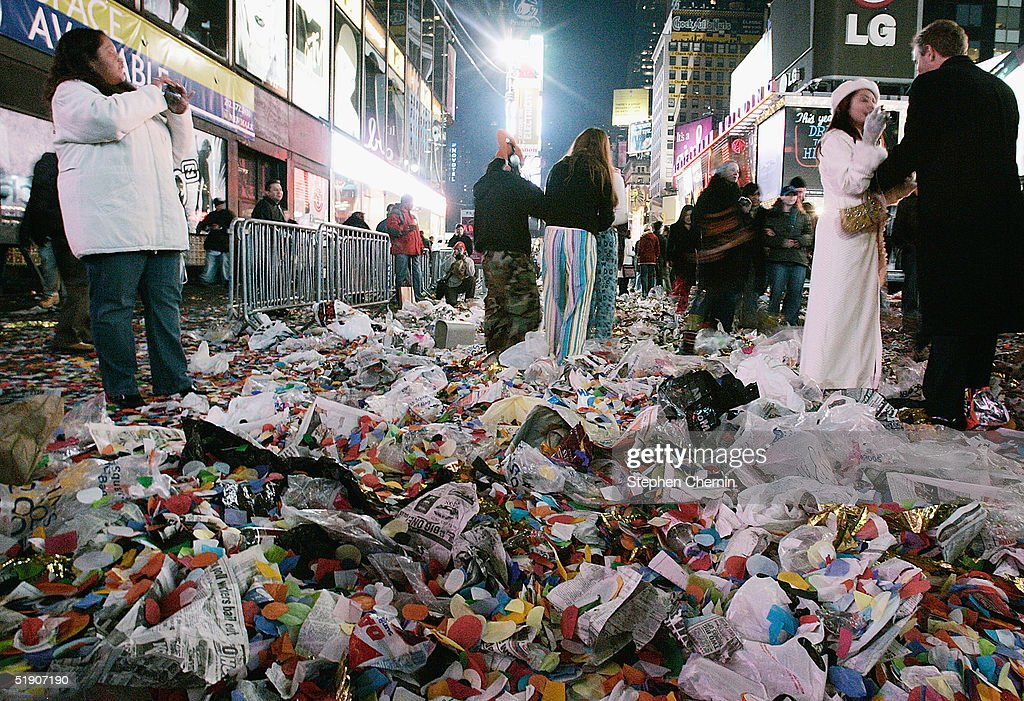 New York Cleans Up After New Year Celebrations : News Photo