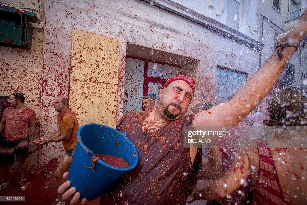 SPAIN-FESTIVAL-TOMATINA : News Photo