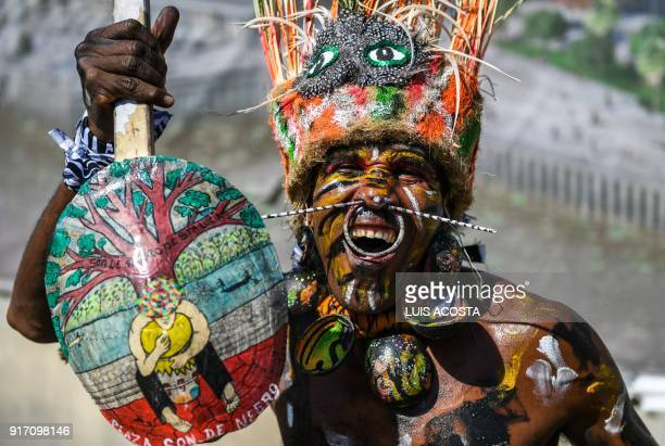 Reveller named 'Son de Negro' dances during the Carnival parade in Barranquilla Colombia on February 11 2018 / AFP PHOTO / Luis ACOSTA