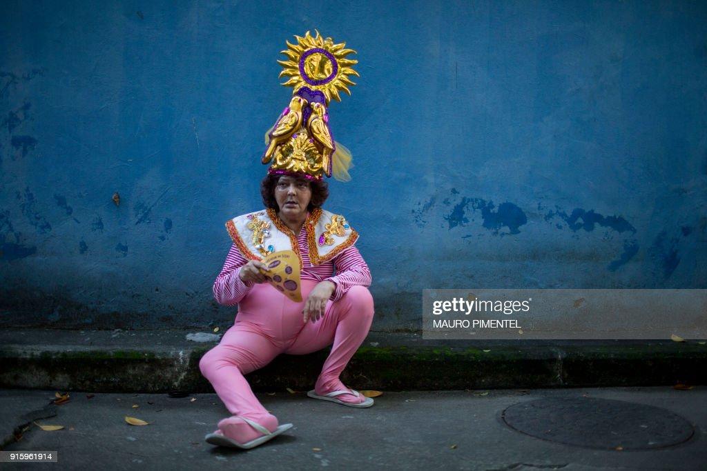 TOPSHOT-BRAZIL-RIO-CARNIVAL-STREET-LOUCURA SUBURBANA : News Photo