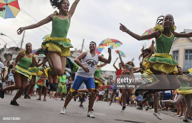 Revellers dance on the official opening day for preCarnival 'blocos' or street parties on January 16 2016 in Rio de Janeiro Brazil Carnival...