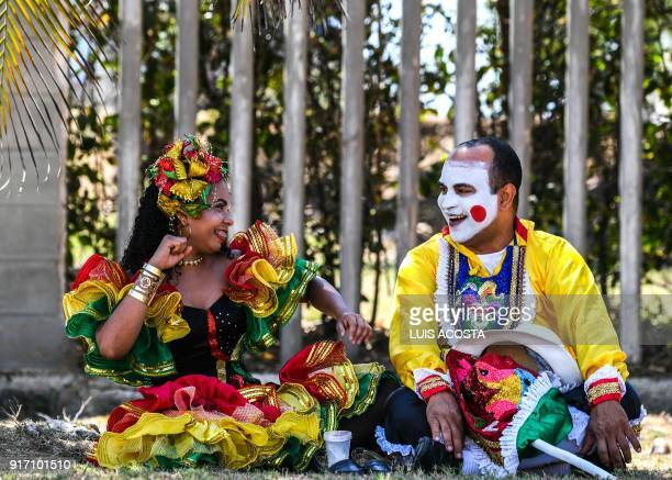Revellers named 'Congo' rests after the Carnival parade in Barranquilla Colombia on February 11 2018 / AFP PHOTO / Luis ACOSTA