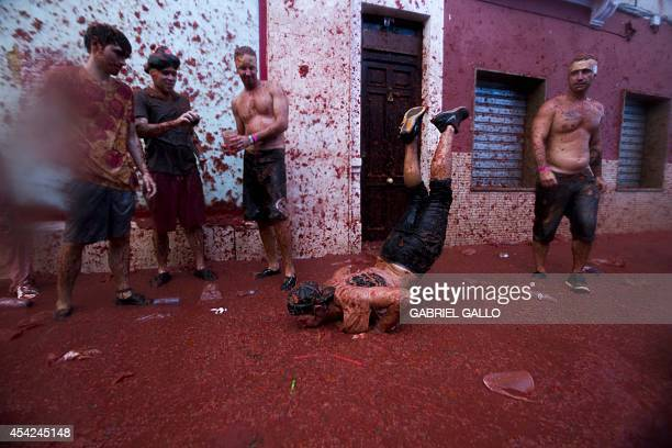 Revelllers dance during the annual 'tomatina' festivities in the village of Bunol near Valencia on August 27 2014 Some 22000 revellers hurled 130...