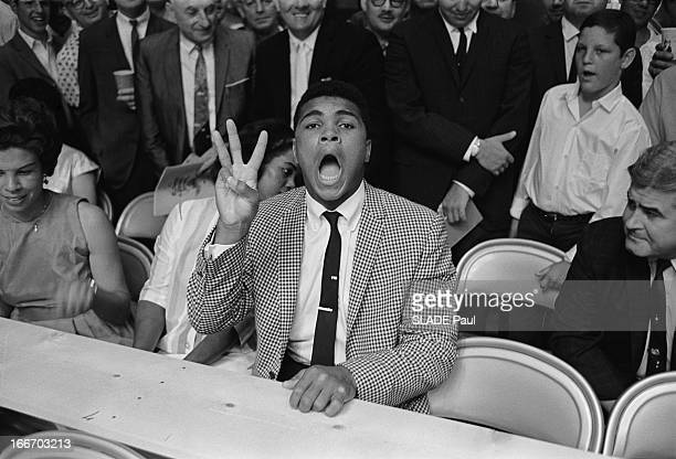 Revenge Match Sonny Liston - Floyd Patterson In Las Vegas, Counting For The World Heavyweight Boxing Championship. Las Vegas, 22 juillet 1963 : match...