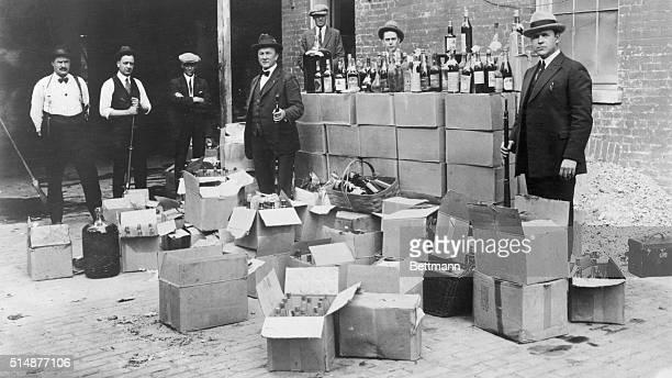 Revenue agents during raid on speakeasy prohibition period Photo Washington April 25 1923