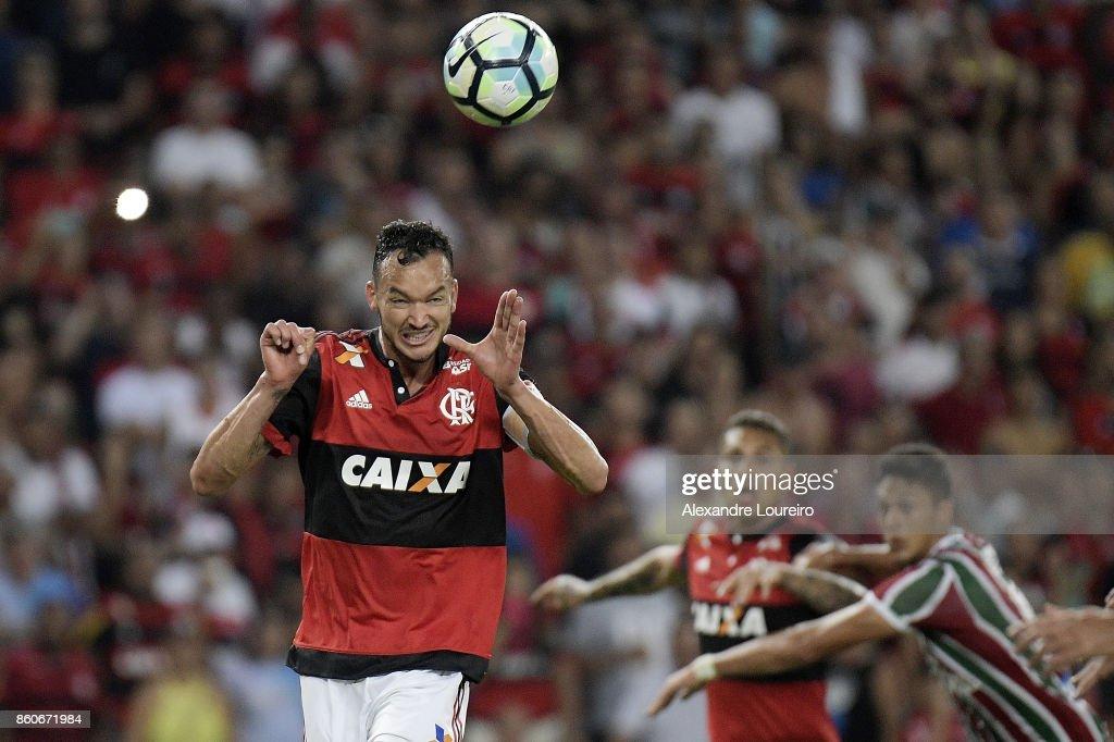 Rever of Flamengo head the ball to score a goal during the match between Flamengo and Fluminense as part of Brasileirao Series A 2017 at Maracana Stadium on October 12, 2017 in Rio de Janeiro, Brazil.