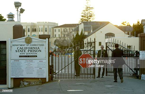 Reverend Jesse Jackson walks towards the California State Prison at San Quentin for a meeting with convicted killer Kevin cooper February 9 2004 in...