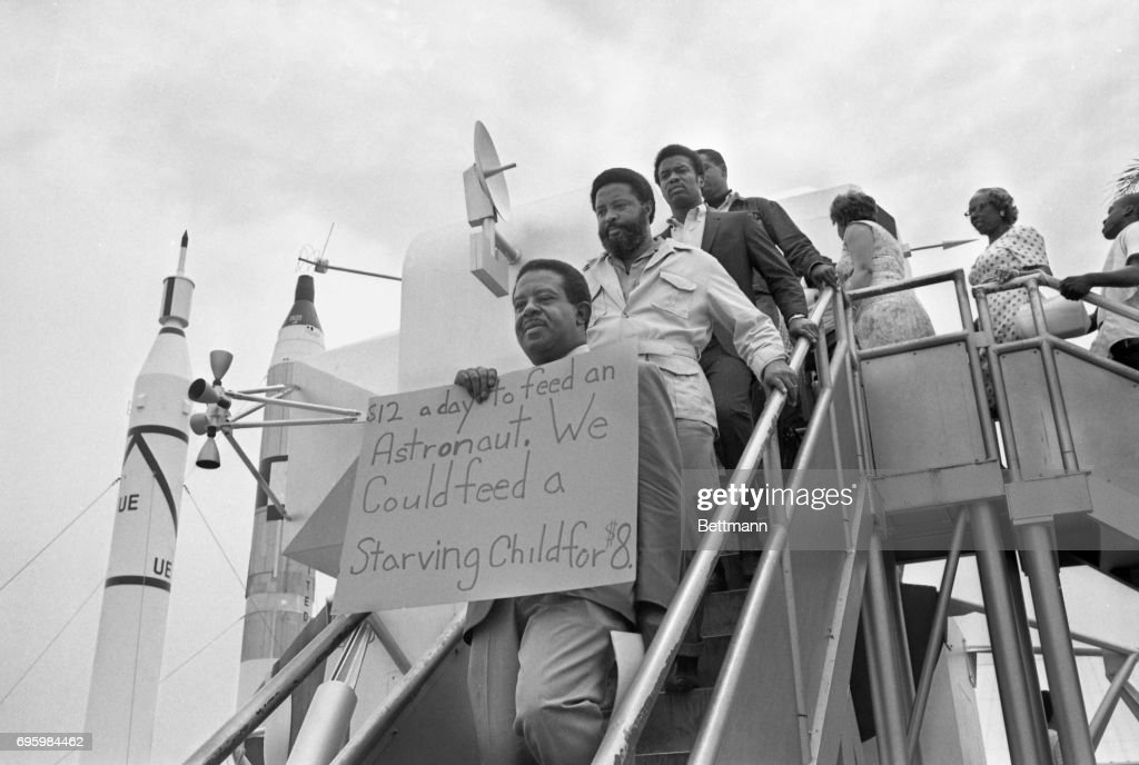 """""""Poor People"""" Protest at Apollo 11 Launch : News Photo"""