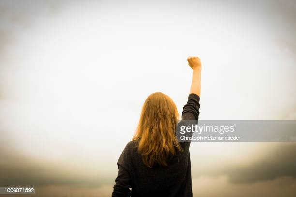 revolution fist raised - opstand stockfoto's en -beelden