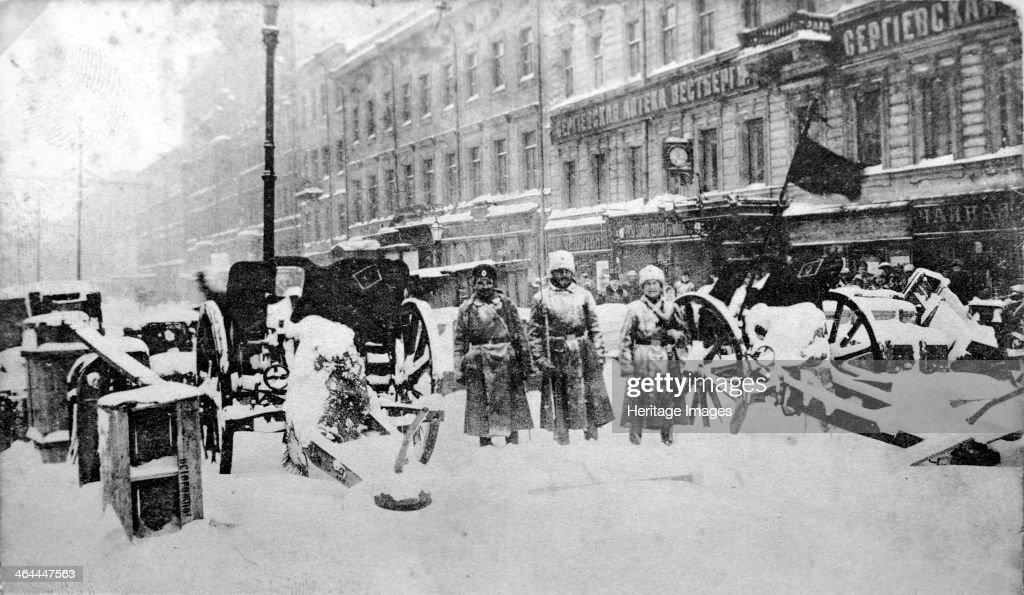 Revolutionary barricades on Liteyny Prospekt, Petrograd, Russia, 27 February 1917. Artist: Anon : Photo d'actualité