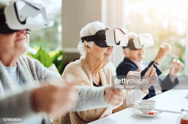revolutionising what retirement means with virtual reality - simulatore di realtà virtuale foto e immagini stock