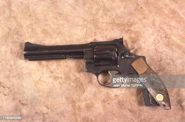 Revolver ayant appartenu à l'un des terroristes de la prise d'otages du vol Air France 8969 sur l'aéroport de Marignane le 29 décembre 1994, France.
