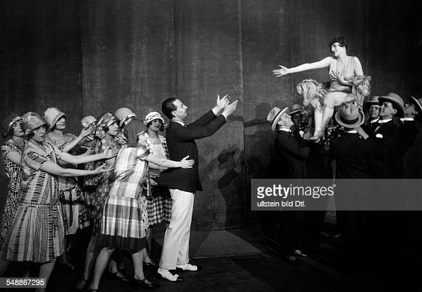 Revue dancer Betty Delaune with a group of male dancers her partner Billy Revel and female dancers in a scene from the revue 'Fuer Dich' Director...