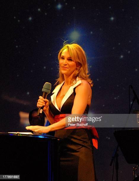 Caroline Beil Gala Jopie Die 107 Revue Kaisersaal Erfurt Thüringen Europa Bühne Auftritt Geburtstagsgala Feier Mikrofon Moderatorin Schauspielerin JS...