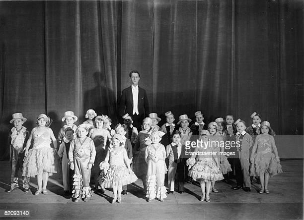 Revue with actors of short stature in the Scala in Berlin Germany Photograph Jan 7th 1931 [Revue mit kleinwchsigen Schauspielern und Sngern in der...