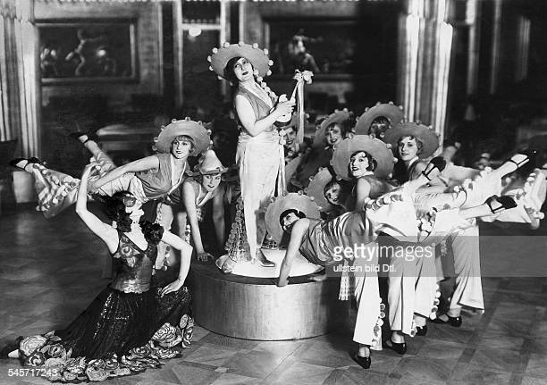 Revues, cabaret & variety shows Dancing scene from a revue in the Haus Vaterland Restaurant and Revue Theater in Berlin - 1929 - Photographer:...