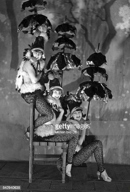 Revues Scene from a revue in Paris 1927 Photographer James E Abbe Vintage property of ullstein bild
