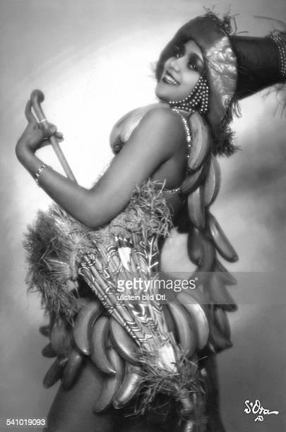 Revuetänzerin Folies Wagram Fin der Revue 'Der Zug nach dem Westen'erschienen Uhu 10/1927Foto d'Ora