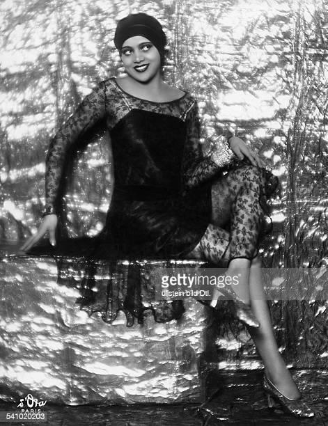 Revuetänzerin Folies Wagram Fin einem schwarzen Kleid mitSpitzenüberwurferschienen Dame 20/1928Foto d'Ora